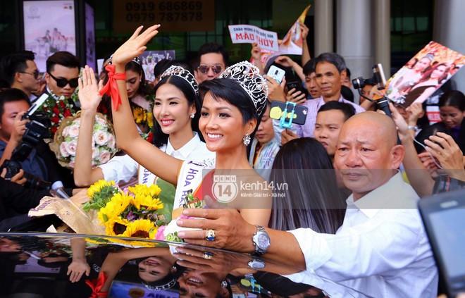 Top 3 Hoa hậu Hoàn vũ Việt Nam rạng rỡ xuất hiện, gây náo loạn sân bay Tân Sơn Nhất - Ảnh 9.
