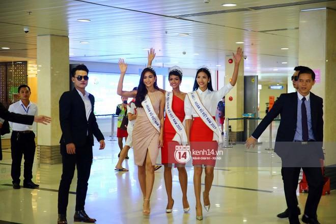 Top 3 Hoa hậu Hoàn vũ Việt Nam rạng rỡ xuất hiện, gây náo loạn sân bay Tân Sơn Nhất - Ảnh 4.