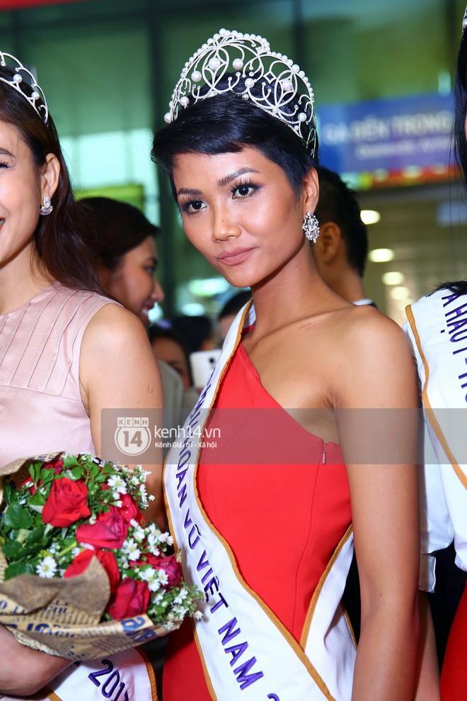 Top 3 Hoa hậu Hoàn vũ Việt Nam rạng rỡ xuất hiện, gây náo loạn sân bay Tân Sơn Nhất - Ảnh 6.