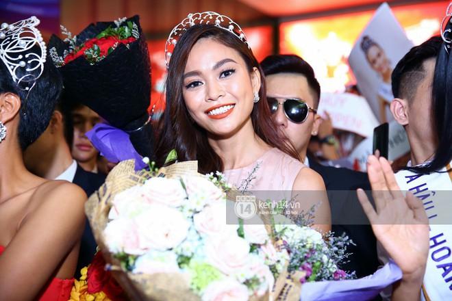 Top 3 Hoa hậu Hoàn vũ Việt Nam rạng rỡ xuất hiện, gây náo loạn sân bay Tân Sơn Nhất - Ảnh 12.