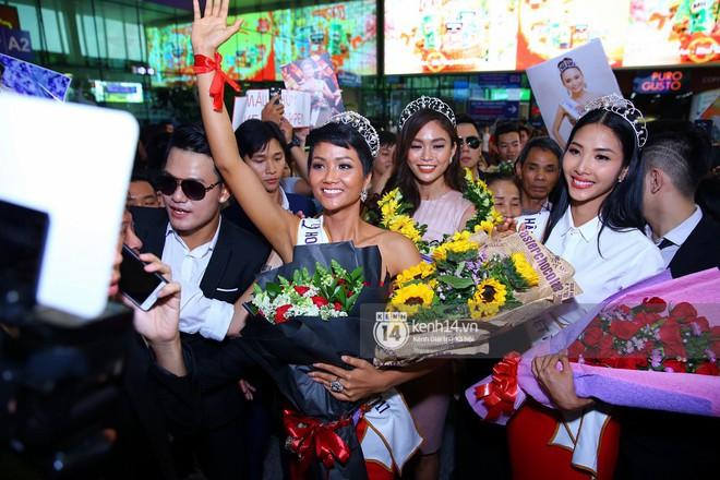 Top 3 Hoa hậu Hoàn vũ Việt Nam rạng rỡ xuất hiện, gây náo loạn sân bay Tân Sơn Nhất - Ảnh 14.