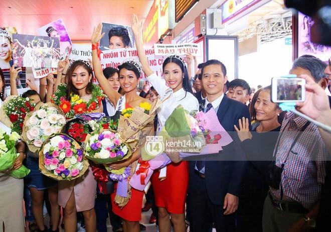Top 3 Hoa hậu Hoàn vũ Việt Nam rạng rỡ xuất hiện, gây náo loạn sân bay Tân Sơn Nhất - Ảnh 8.