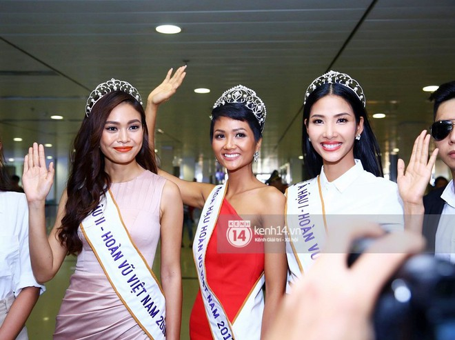 Top 3 Hoa hậu Hoàn vũ Việt Nam rạng rỡ xuất hiện, gây náo loạn sân bay Tân Sơn Nhất - Ảnh 5.