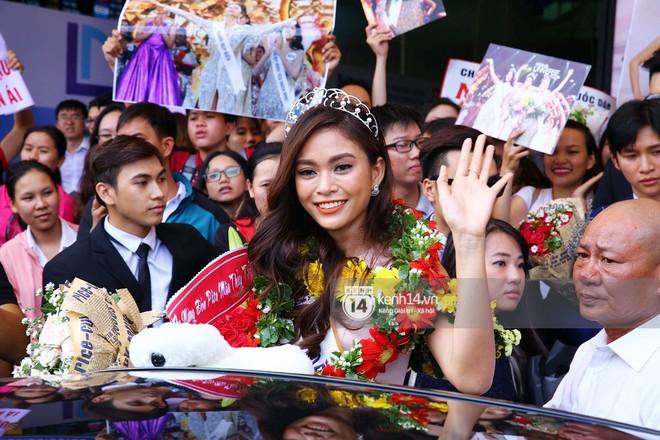 Top 3 Hoa hậu Hoàn vũ Việt Nam rạng rỡ xuất hiện, gây náo loạn sân bay Tân Sơn Nhất - Ảnh 13.
