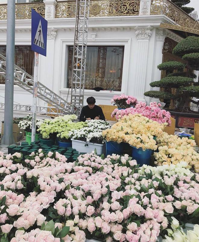 Hoa khôi báo chí lên xe hoa vào ngày đầu năm mới, diện chiếc váy đính 10.000 hạt pha lê cao cấp - Ảnh 5.