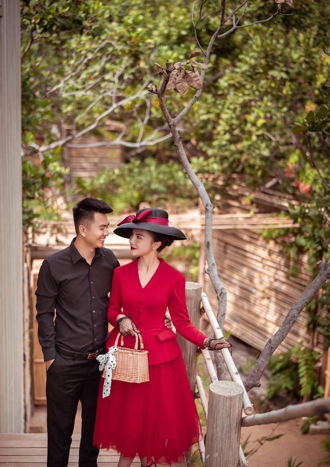 Hoa khôi báo chí lên xe hoa vào ngày đầu năm mới, diện chiếc váy đính 10.000 hạt pha lê cao cấp - Ảnh 2.