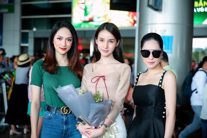 Thiên thần chuyển giới Yoshi xinh đẹp ngọt ngào trong ngày hội ngộ Hương Giang tại Việt Nam - Ảnh 2.