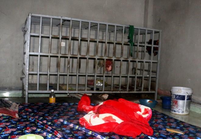 """Cận cảnh chiếc """"chuồng cọp"""" được bà vợ ở Thanh Hóa dùng để nhốt chồng suốt 3 năm - Ảnh 1."""
