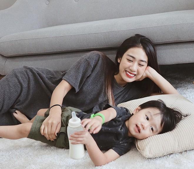 Chẳng phải là hotgirl cũng chẳng hoạt động showbiz vậy mà Trang Lou đã cán  mốc 1 triệu người theo dõi trên Instagram