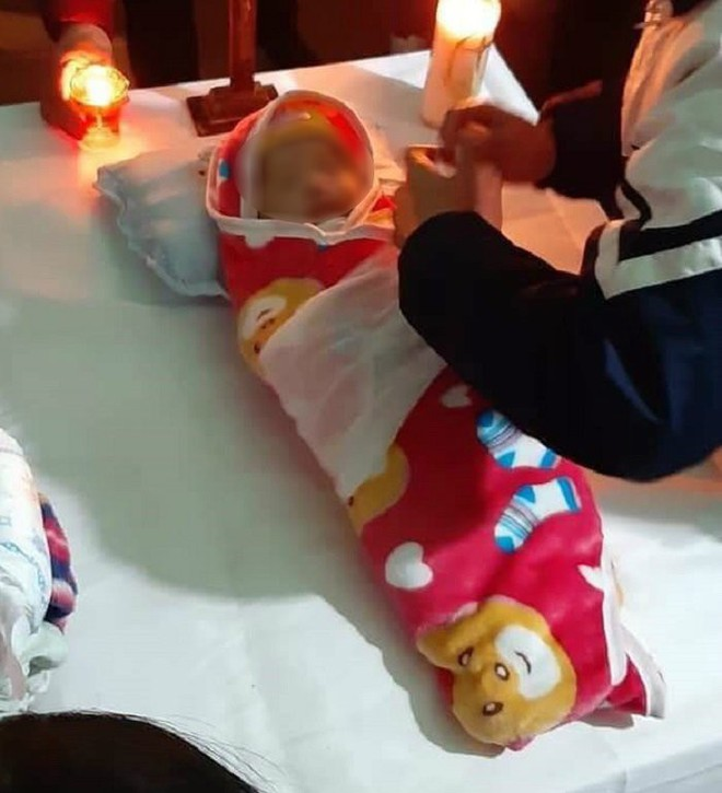 Hà Nội: Làm rõ cái chết của bé gái hơn 2 tháng tuổi sau khi tiêm phòng ở trạm y tế xã - Ảnh 1.