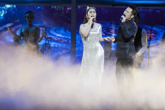 Liveshow đầu tiên của Hương Tràm: Không chỉ là đêm nhạc tôn giọng hát, mà còn lấy nước mắt khán giả với kịch bản cảm động - Ảnh 3.