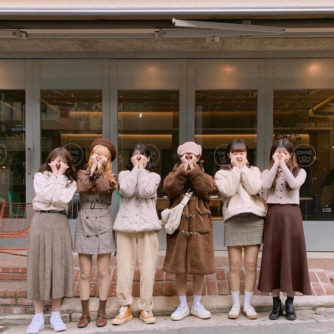 Hội bạn thân Hàn Quốc là 6 cô nàng xinh đều, ăn mặc chất như nước cất - Ảnh 1.