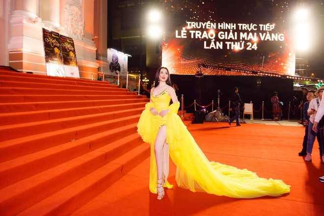 Phẫn nộ việc người đẹp dính nghi vấn bán dâm Thư Dung làm lố trên thảm đỏ sự kiện dù không được mời - Ảnh 1.