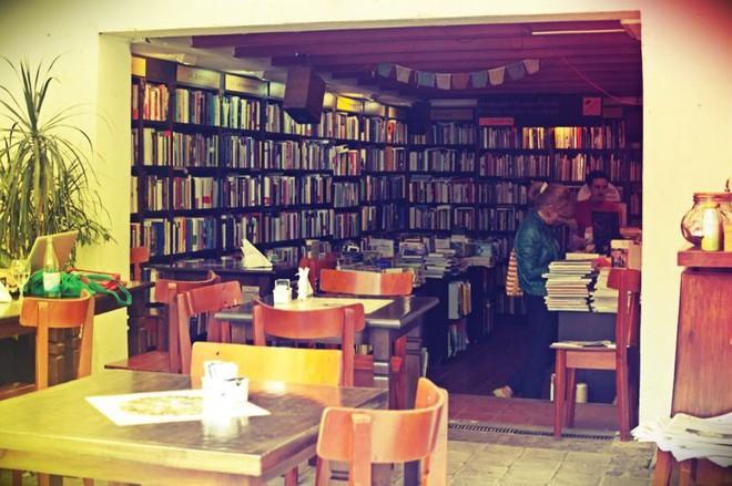 Ghé thăm hiệu sách cổ điển tráng lệ nhất thế giới giữa thời đại số - Ảnh 4.