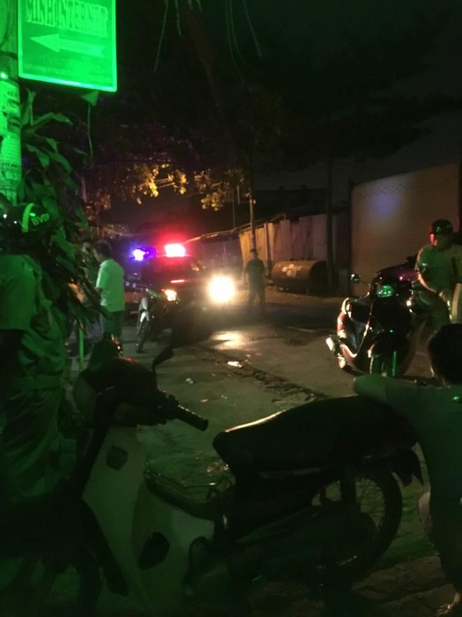 Nhóm giang hồ truy sát 4 thanh niên nguy kịch ở phòng trọ Sài Gòn - Ảnh 1.