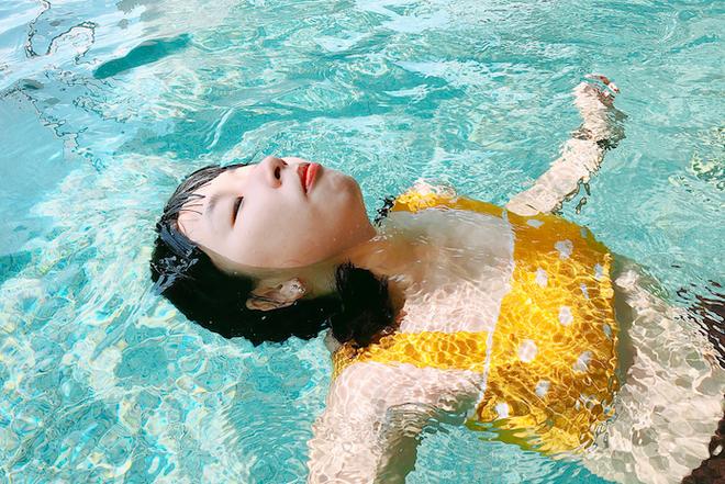 Trang Hý diện bikini: Chẳng cần 3 vòng hấp dẫn, vẻ ngoài rạng rỡ của cô nàng đã đủ 100 điểm cuốn hút - Ảnh 2.