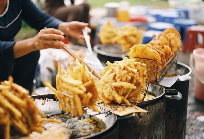 Giữa trời đông Hà Nội, có những món ăn nho nhỏ ấm áp mà chỉ cần cắn một miếng là đủ thấy hạnh phúc - Ảnh 5.