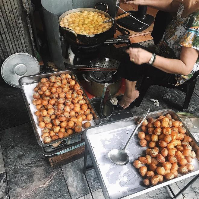 Giữa trời đông Hà Nội, có những món ăn nho nhỏ ấm áp mà chỉ cần cắn một miếng là đủ thấy hạnh phúc - Ảnh 7.