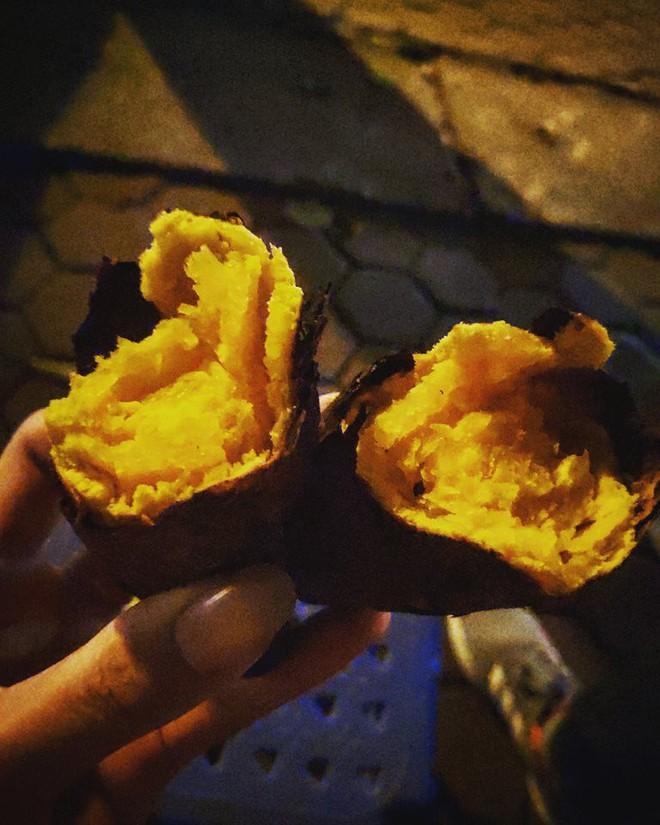 Giữa trời đông Hà Nội, có những món ăn nho nhỏ ấm áp mà chỉ cần cắn một miếng là đủ thấy hạnh phúc - Ảnh 3.
