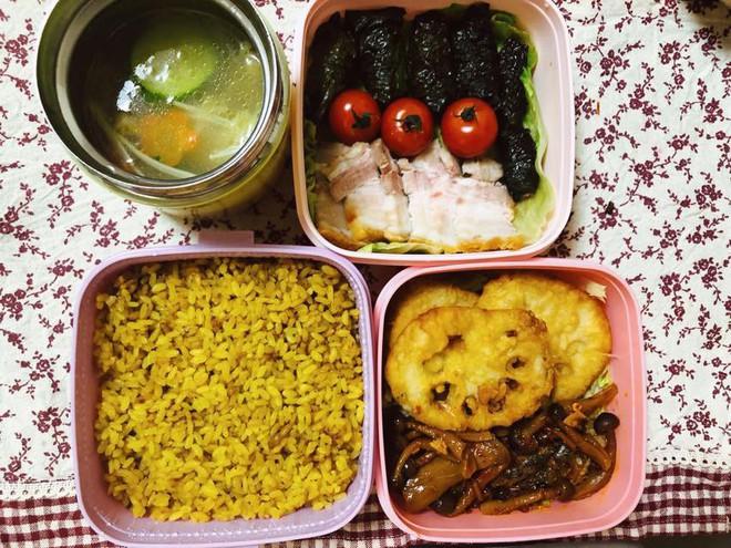 """Tròn mắt thán phục người vợ """"quốc dân"""": Mỗi ngày chồng đi làm là một hộp cơm vừa ngon vừa đẹp, đủ 26 bữa/tháng - Ảnh 6."""