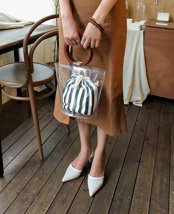"""Định sắm sửa giày dép đón Tết thì các nàng hãy """"ghim"""" ngay 4 tips giúp chọn được đôi kéo dài chân triệt để này - Ảnh 1."""