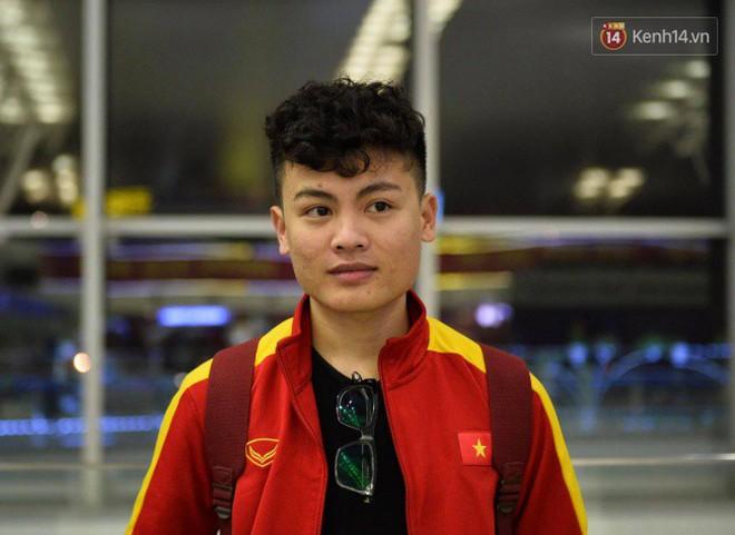 Bố mẹ Văn Hậu, Tiến Dũng và anh trai Quang Hải sang Dubai cổ vũ cho ĐT Việt Nam trong trận tứ kết Asian Cup gặp Nhật Bản - Ảnh 5.