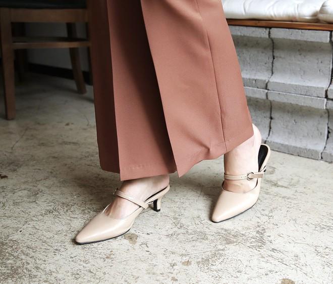 """Định sắm sửa giày dép đón Tết thì các nàng hãy """"ghim"""" ngay 4 tips giúp chọn được đôi kéo dài chân triệt để này - Ảnh 2."""