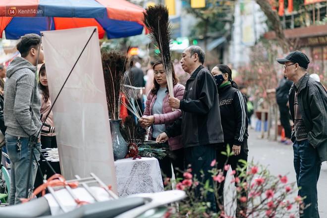 Rộn ràng không khí Tết tại chợ hoa Hàng Lược - phiên chợ truyền thống lâu đời nhất ở Hà Nội - Ảnh 9.