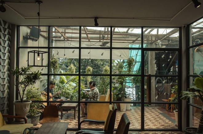 Thêm những quán cà phê Sài Gòn nép mình trong hẻm, hơi khó tìm nhưng đáng để đi thử lắm đấy - Ảnh 2.