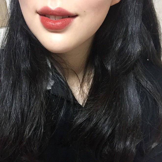 Không phải Chili hay Ruby Woo, màu son đỏ nâu chân chính này mới là thứ được fan son MAC réo tên nhiều nhất vài tháng nay - Ảnh 7.