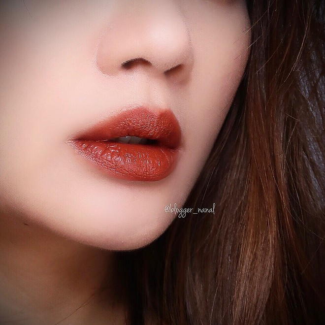 Không phải Chili hay Ruby Woo, màu son đỏ nâu chân chính này mới là thứ được fan son MAC réo tên nhiều nhất vài tháng nay - Ảnh 2.
