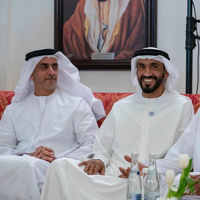 Hoàng tử UAE mua sạch vé, không cho dân Qatar vào xem bán kết Asian Cup quyền lực đến mức nào? - Ảnh 5.
