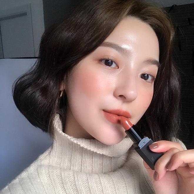 Nếu makeup mãi mà không thấy mình sang hơn, đó là vì nàng công sở chưa biết đến 4 quy tắc đơn giản này - Ảnh 1.