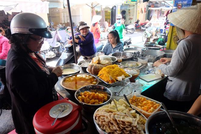 """Điểm danh những quán chè của các cô, các bà chuẩn hương vị """"ngon như nhà làm"""" ở Sài Gòn - Ảnh 7."""