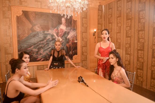 Đây là 9 cô gái cạnh tranh vương miện người đẹp chuyển giới kế nhiệm Hương Giang - Ảnh 4.