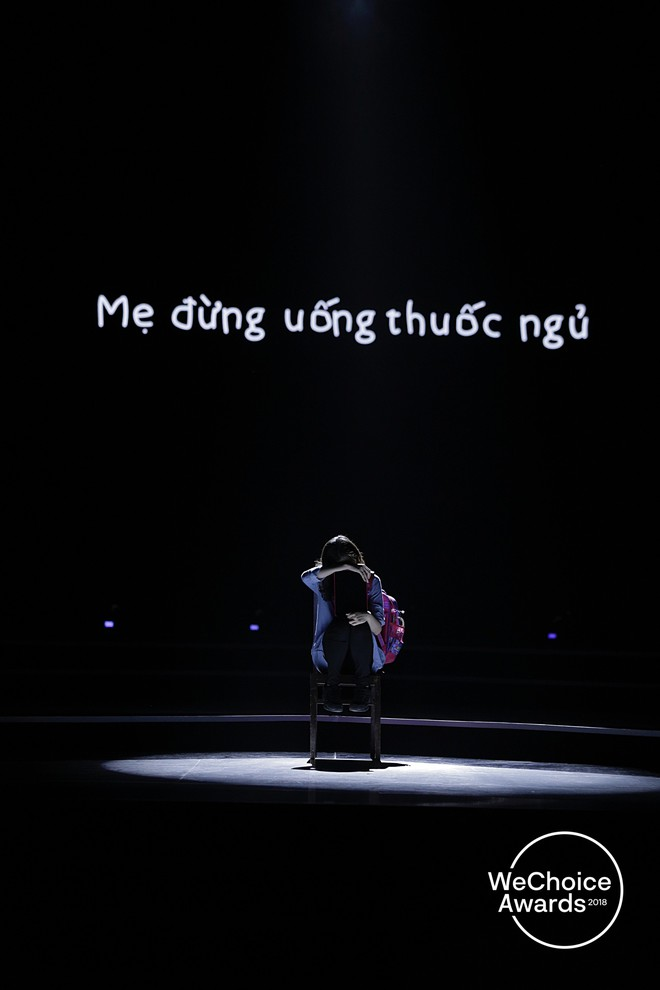 Nghẹn ngào xem tiết mục múa tái hiện câu chuyện về thiên sứ Hải An tại Gala WeChoice Awards 2018 - Ảnh 2.