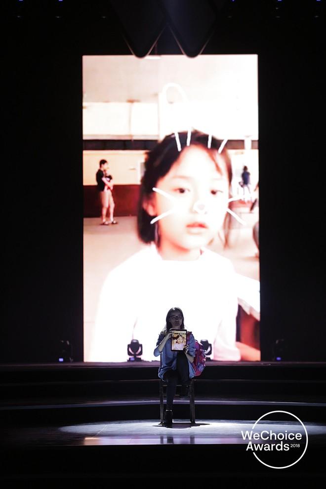 Nghẹn ngào xem tiết mục múa tái hiện câu chuyện về thiên sứ Hải An tại Gala WeChoice Awards 2018 - Ảnh 3.