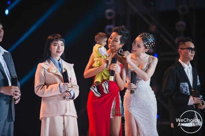 HLV Park Hang Seo và ĐTQG Việt Nam, bé Hải An và mẹ, KTS Phạm Đình Quý, HHen Niê và cậu bé xếp dép chính là top 5 Đại sứ truyền cảm hứng 2018 - Ảnh 6.