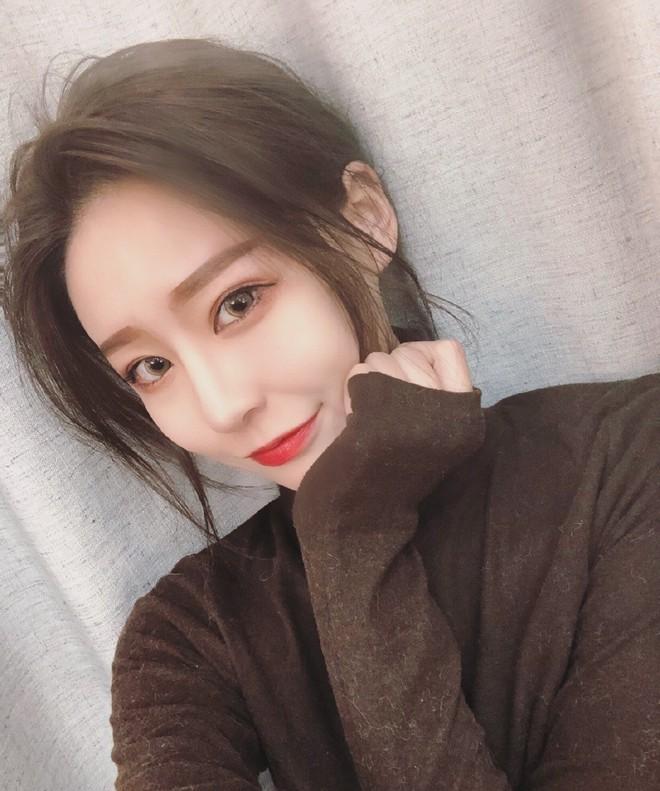 Lỡ tay tắt nhầm filter làm đẹp lúc livestream, hot girl Trung Quốc mất hơn trăm ngàn lượt follow vì để lộ nhan sắc thật - Ảnh 5.