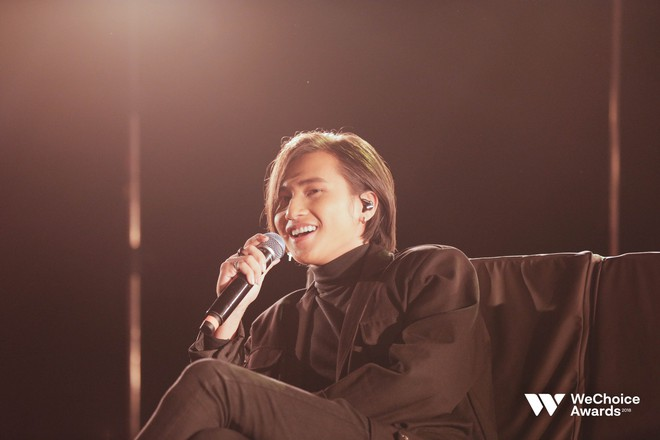 """Nguyễn Trọng Tài hát hit Hongkong1 tại Gala Wechoice: """"Hong kòn gì"""" để bàn cãi về sự đẹp trai bùng nổ này! - Ảnh 3."""