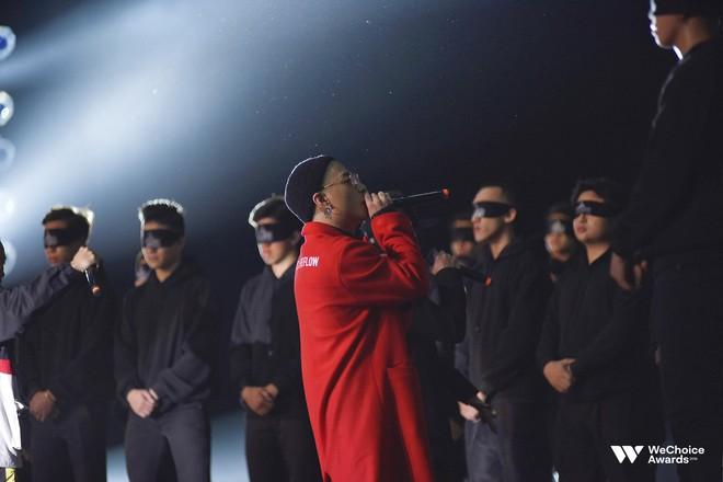 Đạo diễn Việt Tú hé lộ chìa khóa thành công của Gala WeChoice Awards 2018: Hoành tráng chưa đủ, quan trọng là thông điệp - Ảnh 2.