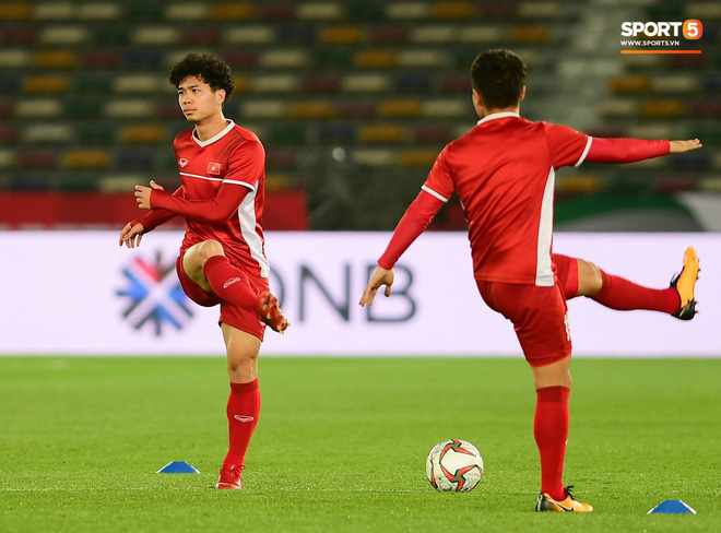 Công Phượng, Văn Hậu cười tít mắt trên sân đấu đẹp như mơ tại UAE - Ảnh 6.