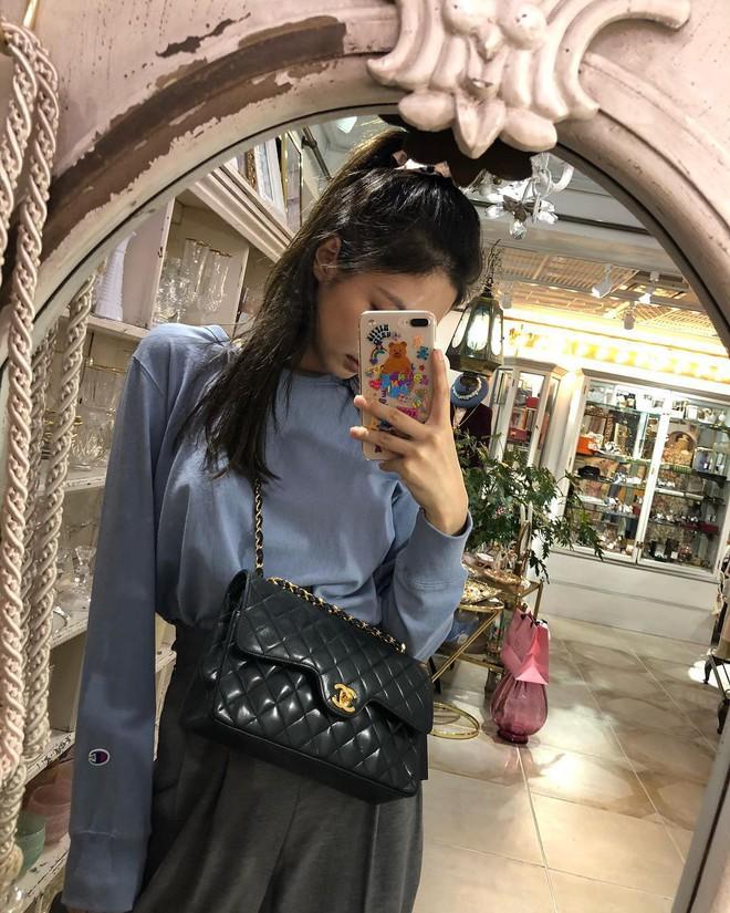"""Tiết lộ thú vị về """"cây Chanel sống"""" Jennie Kim: là đại sứ của Chanel nhưng không phải lúc nào cũng diện """"đồ chùa"""" - Ảnh 4."""