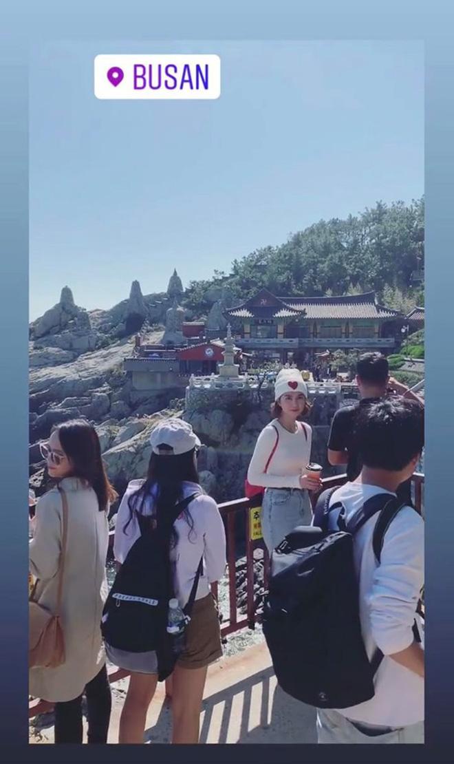 """Đến Ngọc Trinh cũng """"lực bất tòng tâm"""" vì tình trạng quá tải du lịch ở Hàn Quốc, muốn có hình đẹp phải chụp giữa """"biển người""""! - Ảnh 4."""