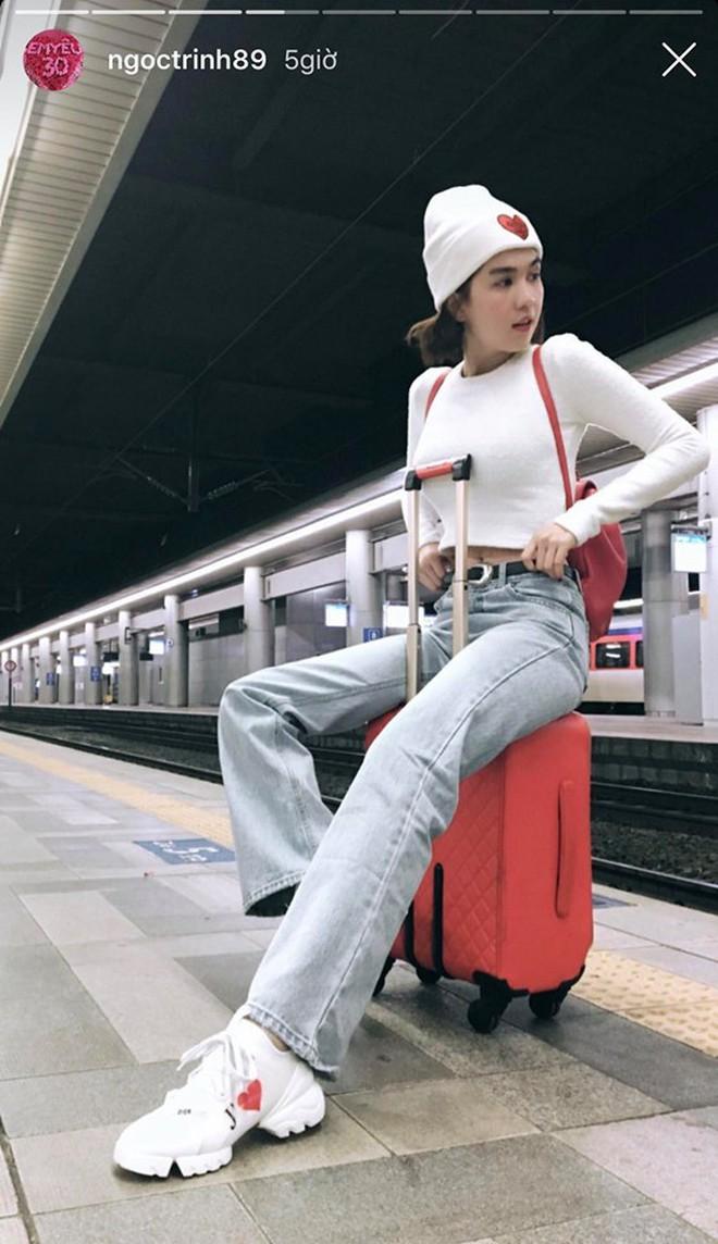 """Đến Ngọc Trinh cũng """"lực bất tòng tâm"""" vì tình trạng quá tải du lịch ở Hàn Quốc, muốn có hình đẹp phải chụp giữa """"biển người""""! - Ảnh 2."""