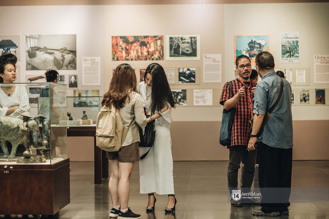 """Triển lãm tranh """"Bùi Xuân Phái với Hà Nội"""" lần đầu tiên được áp dụng công nghệ 3D: Nơi những trái tim mến yêu Hà Nội gặp nhau - Ảnh 9."""