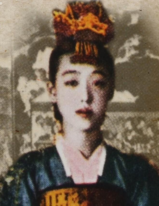 Khong chi giong guong mat, cuoc doi Sulli cung co ket cuc het nhu gisaeng noi tieng Lee Nan Hyang?
