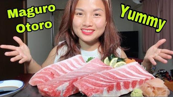 """Giữa lúc Bà Tân Vlog lao đao, có một YouTuber ẩm thực khác đang """"lên như diều gặp gió"""" với hơn 1,2 triệu subscribers - Ảnh 9."""
