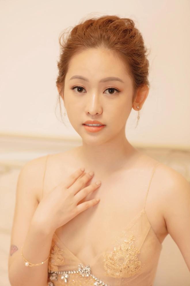 """Thuý Vi bất ngờ chia sẻ đã phẫu thuật tháo túi ngực thành công, từ bỏ hình ảnh sexy để trông """"art"""" hơn - Ảnh 2."""