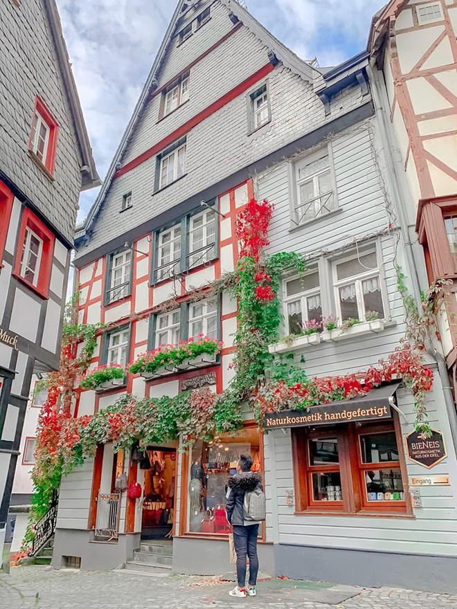 """Lại phát hiện được một địa điểm độc - lạ trên bản đồ du lịch của giới trẻ: Monschau - thị trấn """"hưởng thụ"""" của nước Đức - Ảnh 1."""